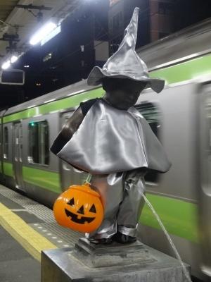 2014年10月 JR浜松町駅の小便小僧