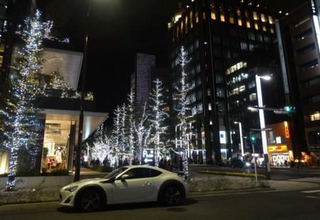 東京スクエアガーデン すぐ横