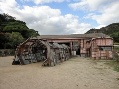 塩田千春さんの作品「遠い記憶」1