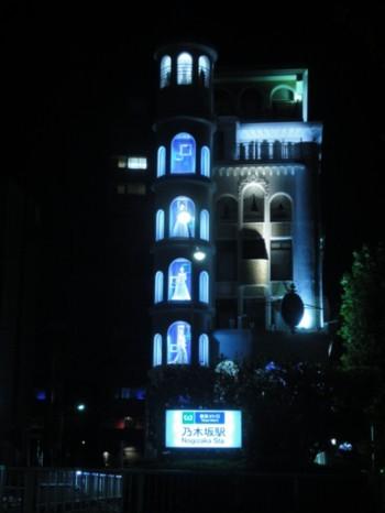 乃木坂駅そばのアートな風景1