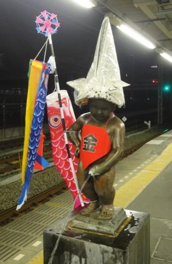 2013年5月  JR浜松町駅の小便小僧