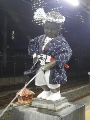 2013年9月 JR浜松町駅の小便小僧1