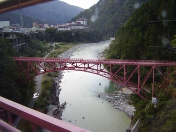 トロッコ電車からみた山彦橋