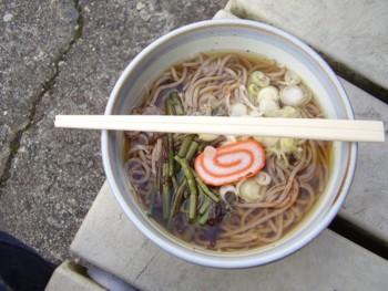 欅平駅で山菜そば
