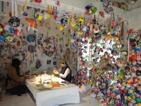川島猛とドリームフレンズ作「思い出玉が集まる家」3