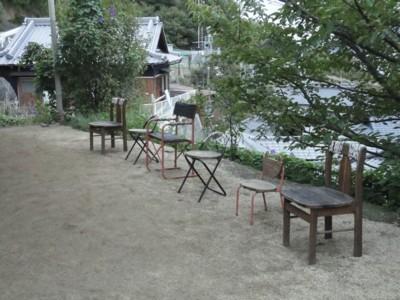 豊玉姫神社のイス1