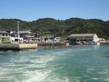 2011年9月23日 定期連絡船から見た宝伝港