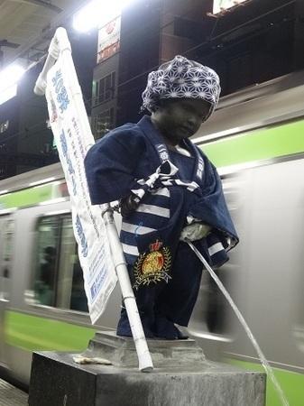 2015年11月JR浜松町駅の小便小僧