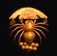 《クモ象形金》 11世紀 ペルー文化庁・ペルー国立ブリューニング博物館蔵 撮影:義井 豊
