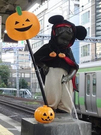 JR浜松町駅の小便小僧2015年10月
