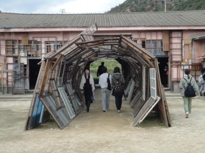 塩田千春さんの作品「遠い記憶」2