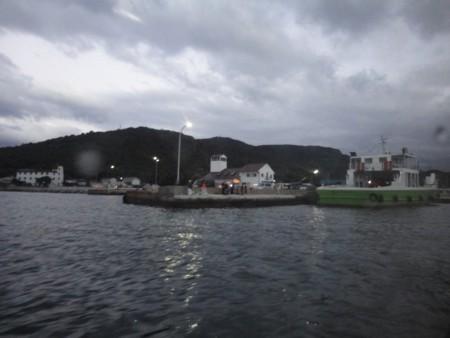 高松港行きの高速艇から見た豊島・家浦港
